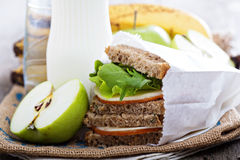 Äta lunch eller frukostera för att gå Arkivbilder