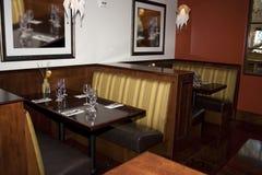 äta middag restaurangtabeller för bås Fotografering för Bildbyråer