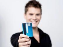 Ta min kreditkort för att shoppa! Arkivbilder