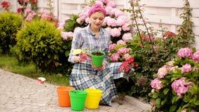 Ta omsorg av blommor E r lager videofilmer