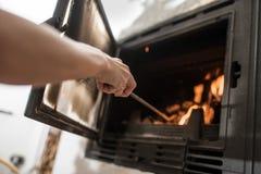 Ta omsorg av brand i spis royaltyfri bild