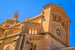 Ta Pinu大教堂低角度 免版税库存图片