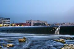 6ta presa y puente de la calle en Grand Rapids Imágenes de archivo libres de regalías