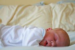 ta sig en tupplur nyfödd tid Royaltyfri Bild