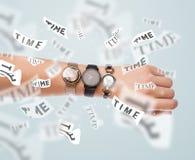 Ta tid på och håll ögonen på begreppet med tid som bort flyger Arkivfoton