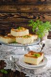 tła tort odizolowywający gąbki biel Fotografia Royalty Free