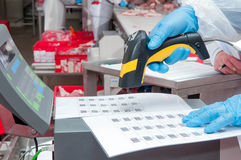 Taak van goederenstreepjescode bij de fabriek Royalty-vrije Stock Afbeelding