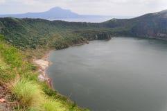 Taal sjö och vulkan, Filippinerna Royaltyfri Fotografi