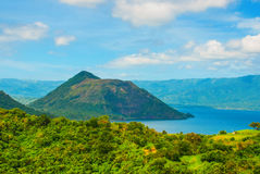 Taal vulkan på Luzon önord av Manila, Filippinerna Royaltyfri Fotografi