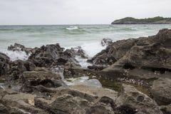 Taam Pang Beach, der einzige wirkliche Strand auf Koh Sichang, Chonburi, Thailand Lizenzfreie Stockfotos