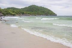 Taam Pang Beach, der einzige wirkliche Strand auf Koh Sichang, Chonburi, Thailand Lizenzfreies Stockbild