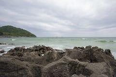 Taam Pang Beach, der einzige wirkliche Strand auf Koh Sichang, Chonburi, Thailand Lizenzfreie Stockbilder