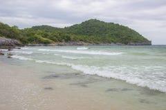Taam Pang Beach, der einzige wirkliche Strand auf Koh Sichang, Chonburi, Thailand Lizenzfreies Stockfoto