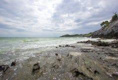 Taam Pang Beach, der einzige wirkliche Strand auf Koh Sichang, Chonburi, Thailand Lizenzfreie Stockfotografie