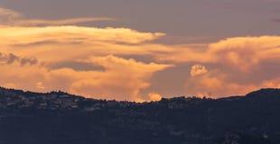 TAatete de Chien Dog在日落的` s头,在摩纳哥的La Turbie和公国附近 库存图片