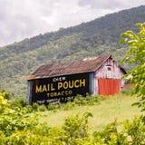 Tabaco pintado de la bolsa de correo del Chew del anuncio del granero Fotografía de archivo