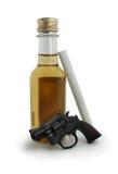 Tabaco y arma de fuego del alcohol Fotos de archivo