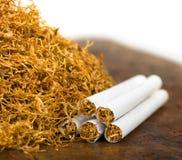 Tabaco y cigarrillos Imágenes de archivo libres de regalías
