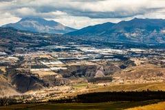 Tabacundo和卡扬贝火山谷的全景  免版税库存照片