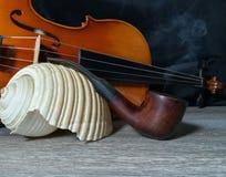 Tabaczna drymba, stary skrzypce i denny bubel, obrazy stock