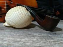 Tabaczna drymba, stary skrzypce i denny bubel, obraz royalty free