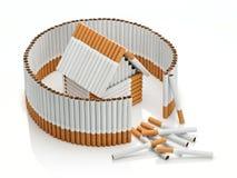 Tabaczny dom za uzupełniającym ogrodzeniem od papierosów Zdjęcia Royalty Free