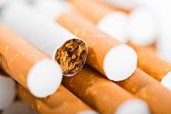 Tabak in sigaretten stock foto's