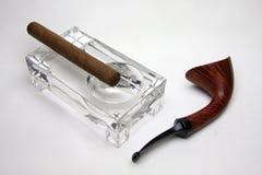Tabakrohr und Zigarre Stockbild