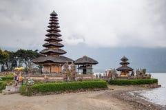 Tabanan, Bali/Indonesië - 09 25 2015: Pura Ulun Danu Bratan in Bali, Indonesië stock afbeeldingen