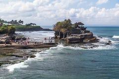 Tabanan Bali/Indonesien - 09 25 2015: Pura Tanah Lot i Bali, Indonesien Arkivfoton