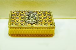 Tabaquera del oro del emperador Nicolás II Foto de archivo