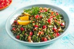 tabbouleh沙拉,特写镜头板材  传统阿拉伯食物 库存照片