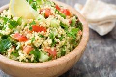 Tabbouleh sallad med couscous och grönsaker Arkivfoto