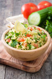 Tabbouleh sallad med couscous och grönsaker Arkivfoton