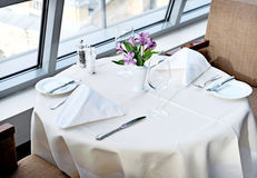 Tabel for two. Served table with glasses, napkins and flower Royalty Free Stock Photos