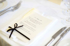 A tabela ajustou-se com menu para um partido do evento Fotografia de Stock Royalty Free