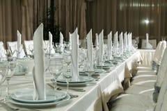 A tabela ajustou-se para o partido do evento ou a celebração do copo de água Imagem de Stock