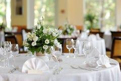 A tabela ajustou-se para um partido ou um casamento do evento Imagens de Stock