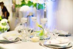 A tabela ajustou-se para um partido ou um copo de água do evento Foto de Stock