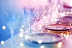 A tabela ajustou-se para um partido ou um copo de água do evento Foto de Stock Royalty Free