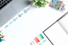 Tabela branca da mesa de escritório, configuração lisa Foto de Stock