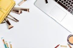 Tabela branca fêmea da mesa de escritório, configuração lisa Imagem de Stock Royalty Free
