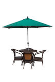 Tabela, cadeiras e guarda-chuva fora no branco Imagem de Stock
