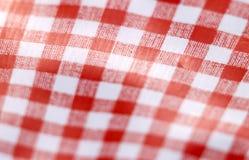 Tabela checkered vermelha e branca Fotografia de Stock Royalty Free