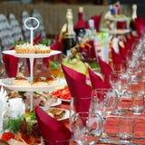 A tabela coberta em um feriado Foto de Stock Royalty Free