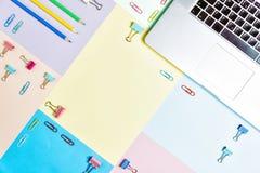 Tabela colorida da mesa de escritório, configuração lisa Foto de Stock