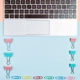 Tabela colorida da mesa de escritório, configuração lisa Fotos de Stock