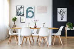 Tabela com cadeiras fotografia de stock