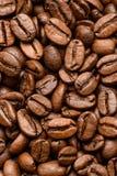 Tabela com feijões de café imagens de stock
