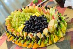 Tabela com frutos exóticos foto de stock royalty free